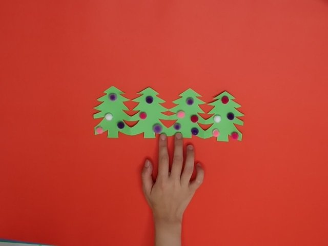 How to Make a Paperchain Xmas Tree